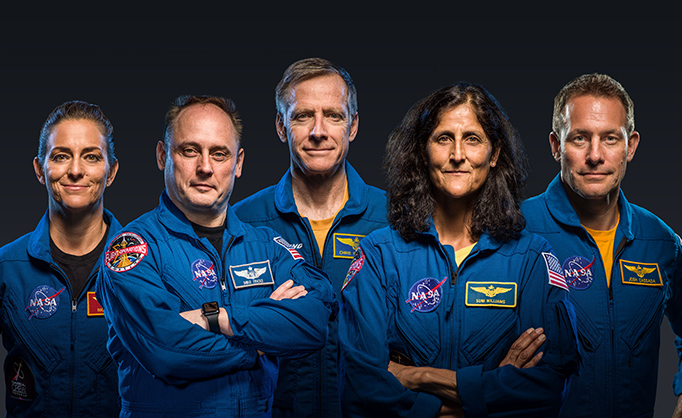 NASA astronauts Nicole Mann, Josh Cassada, Eric Boe and Suni WIlliams and Boeing astronaut Chris Ferguson